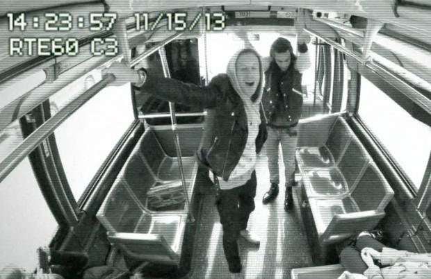 Macklemore y Ryan Lewis dan un concierto sorpresa en un autobús de Nueva York