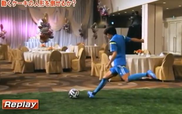 La precisión de Shunsuke Nakamura: Derriba a los novios de una tarta de boda