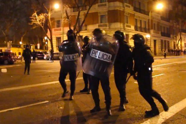 La manifestación en apoyo a Gamonal desde Madrid. Antidisturbios: ''Cállate tú que eres más puta que Caín''