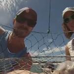 Cámara sujeta a una red de pesca