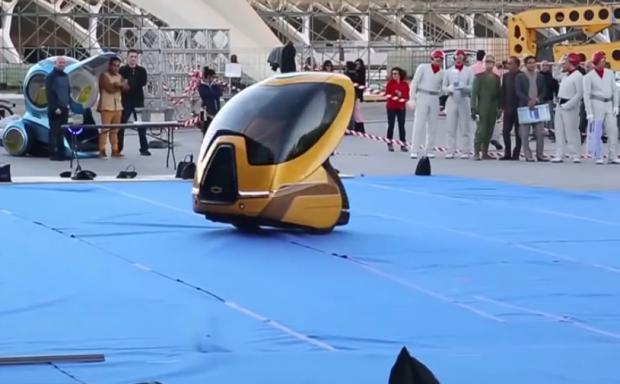 Coches del futuro en Valencia durante el rodaje de la película Tomorrowland