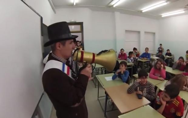 Así se despide a un profesor que se jubila en Sevilla