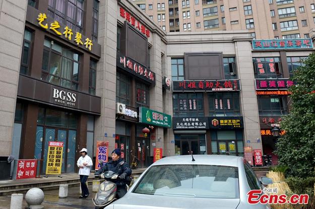 Un paseo por la 'Milla de oro' pirateada de China en la que Zara se llama 'Zare' y Apple es 'Appla'