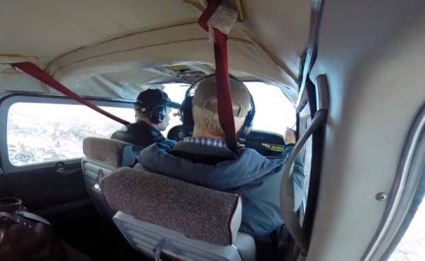 Un ganso se estrella contra el parabrisas de un avión (Vídeo)