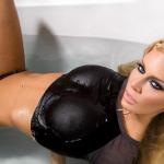 Imagínate con ella en la bañera