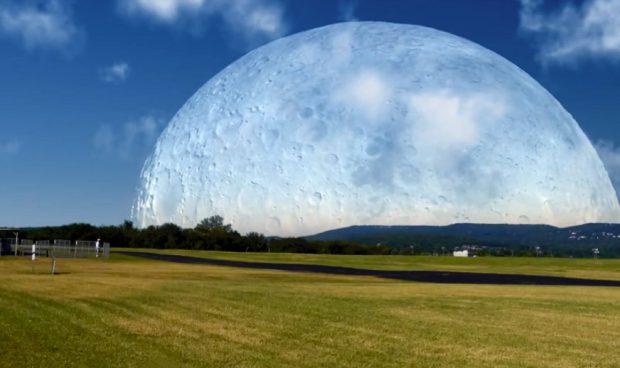 Así se vería la Luna si estuviera a 420 km. (Vídeo)