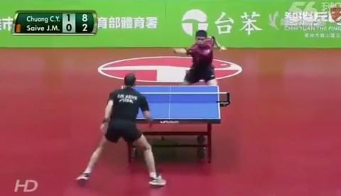 Probablemente el partido de ping pong más divertido que hayas visto