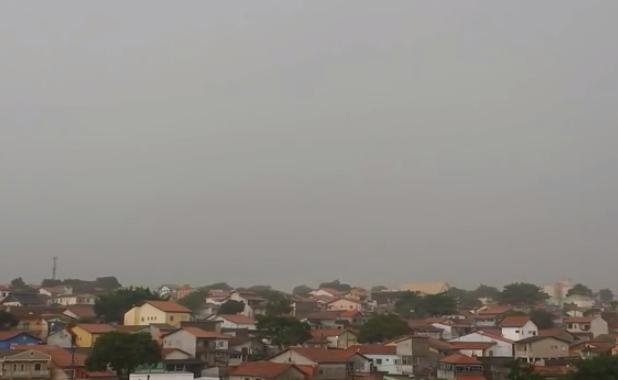 Rayo golpeando una casa en Brasil