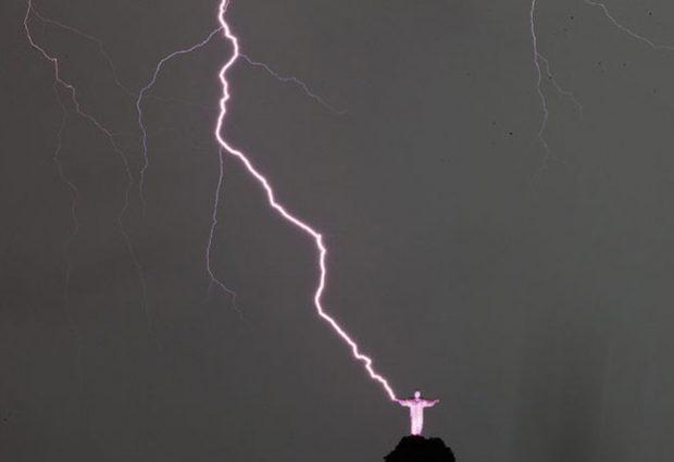Un rayo alcanza al Cristo Redentor de Río de Janeiro y le rompe un dedo