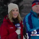 Reportera se desmaya en directo pero rápidamente se incorpora y continua con la entrevista