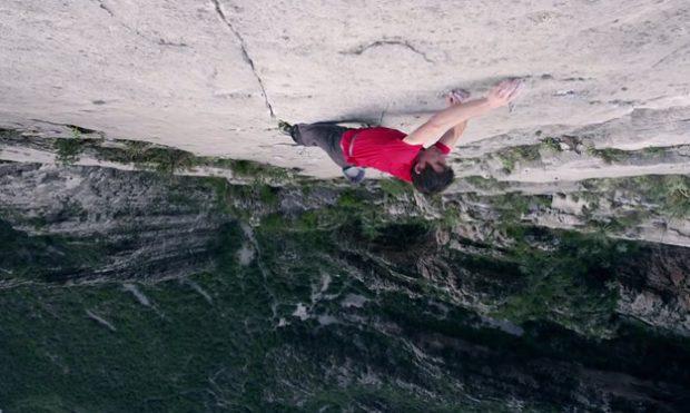 Alex Honnold sube ''El Sendero Luminoso'' (500 m.) sin cuerda