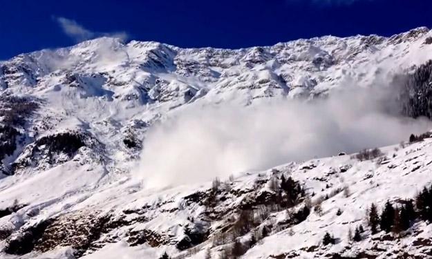 Enorme avalancha grabada en Passiria, Italia