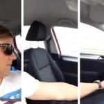 Se graba conduciendo un coche en el asiento del copiloto por la autovía