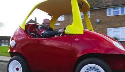 Se construye un coche de juguete que supera los 100 km/h