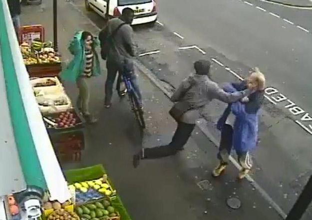 Mata a un peatón de un puñetazo en la cara porque se quejaba que una bicicleta circulase por la acera