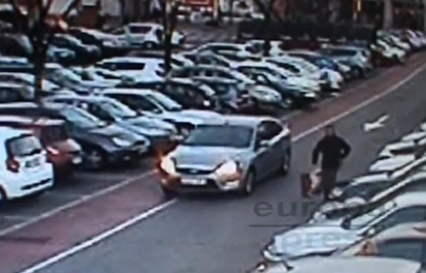 Roba un coche con un bebé de 16 meses en el interior. Leganés, Madrid (Vídeo)