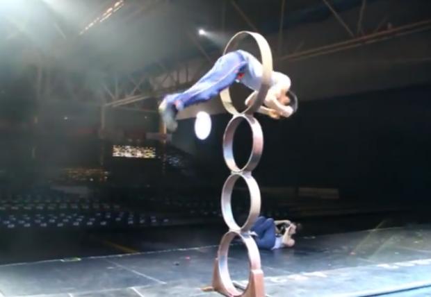 Kai Hou desafía a la gravedad con sus acrobacias