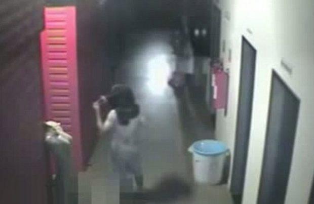 Roba una tienda de ropa y abusa sexualmente de un maniquí (Vídeo)