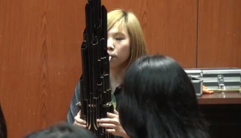 La música de Mario Bros con un Sheng, antiguo instrumento de viento chino