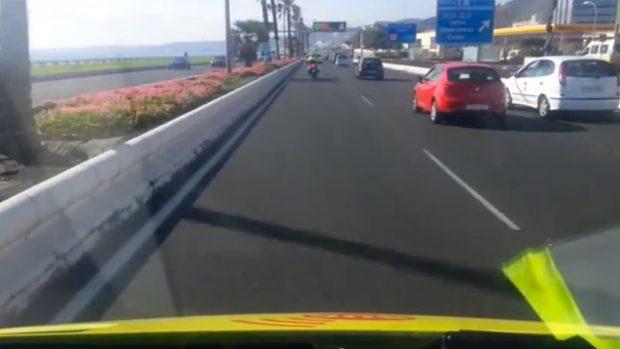 Dispositivo de escolta policial a ambulancia SUC en servicio de urgencias en Las Palmas