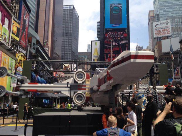 X-Wing de Star Wars a tamaño real hecho con piezas de LEGO