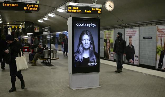 Genial anuncio interactivo en el metro para una línea de productos para el cabello