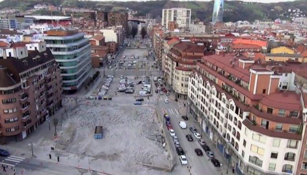 Impresionante vídeo del desmantelamiento del viaducto de Sabino Arana en dos minutos