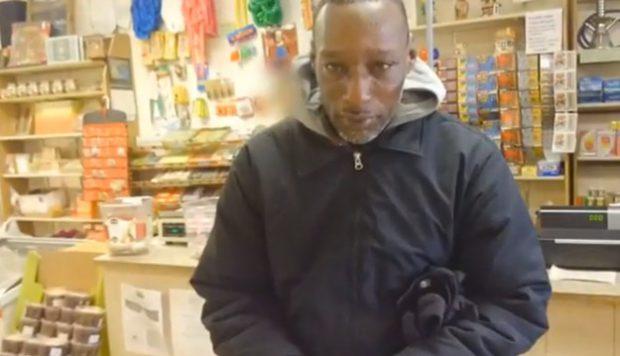 Conmovedora reacción de un mendigo al ganar la lotería