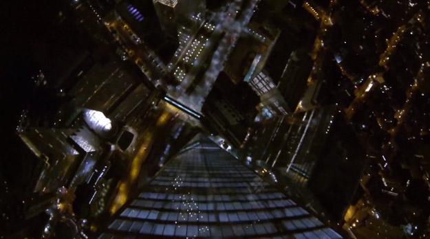 Salto BASE desde el One World Trade Center de Nueva York de noche
