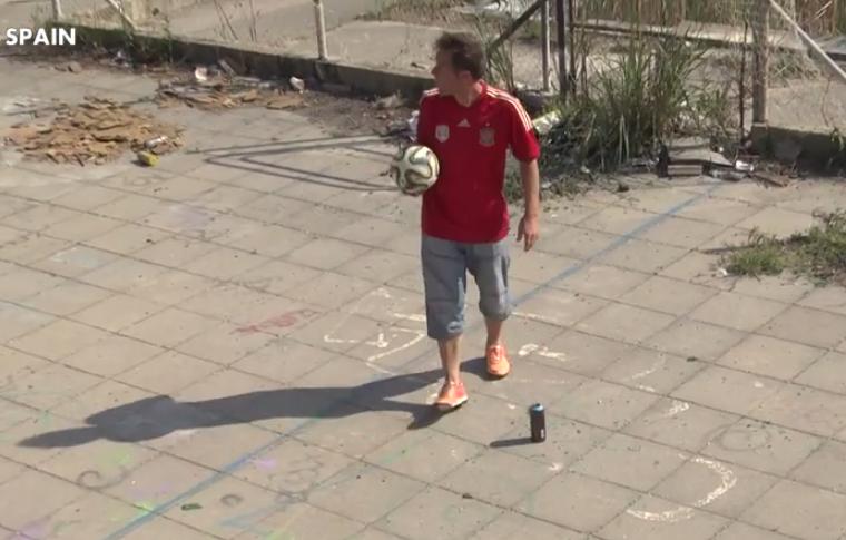 El tocapelotas Rémi Gaillard pone la pelota donde él quiere