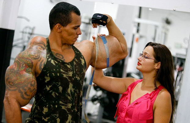 El ''Hulk'' brasileño reta al ''Hulk'' iraní a una pelea de MMA : ''Le voy a arrancar la cabeza''