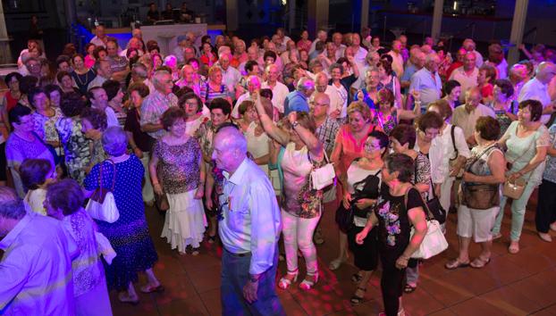 180 abuelos se van de fiesta al Space de Ibiza