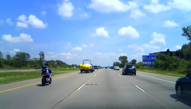 accidente-motorista-carga-coche