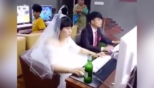 Qué mejor manera de celebrar la boda que echando unos vicios...