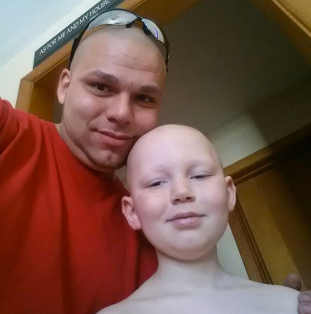 padre-tatua-cabeza-cicatriz-hijo-cancer-4