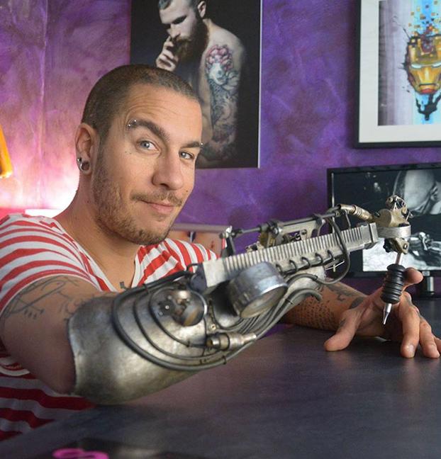protesis-brazo-maquina-tatuadora-2