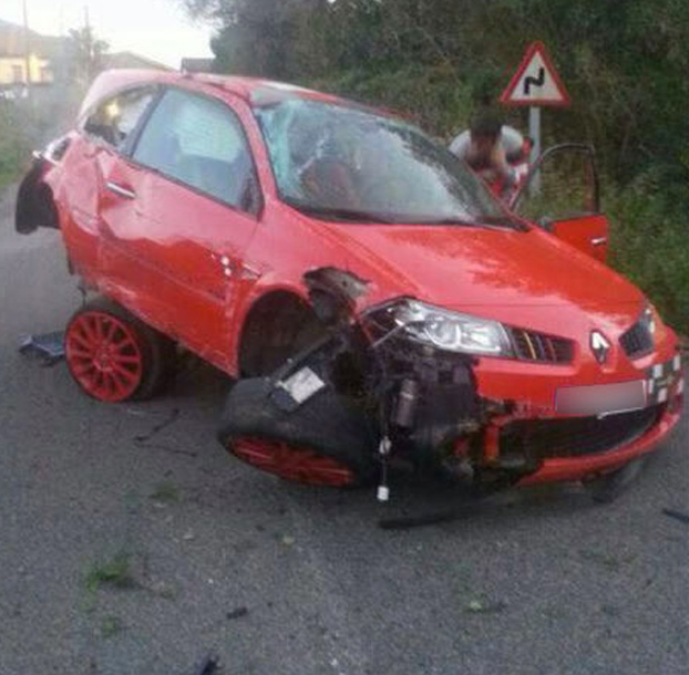 accidente-renault-megane-rojo-2