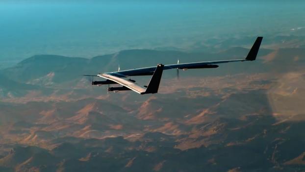 El primer vuelo de Aquila, el dron solar de Facebook para llevar Internet a lugares remotos