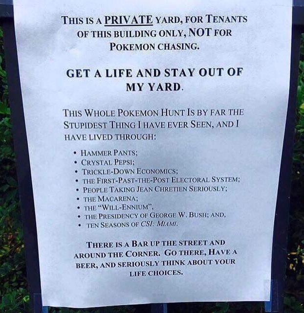 No paraban de entrar a su patio a cazar Pokémons y pegó este cartel invitando a reflexionar a los usuarios
