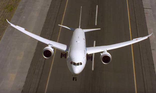 Preparen las bolsas para el mareo: Así es el despegue vertical del Boeing 787-9