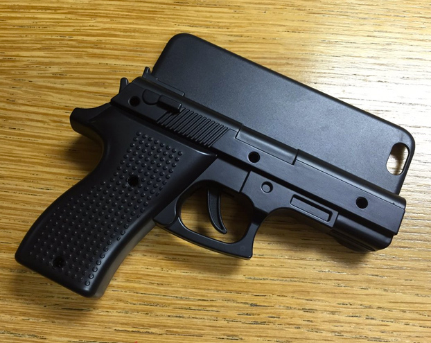 detenido-aeropuerto-stansted-funda-movil-pistola-3