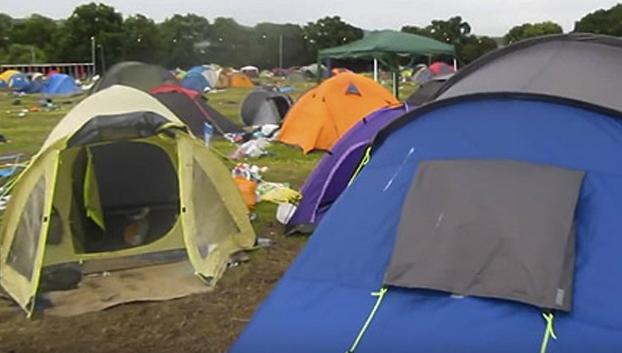Así es como queda la zona de acampada del Festival de Glastonbury tras el encuentro