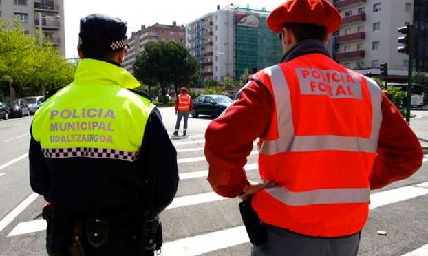 Un hombre despierta en Pamplona y se encuentra a otro haciéndole una felación