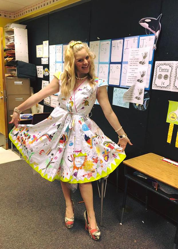 profesora-deja-ninos-pinten-vestido-2