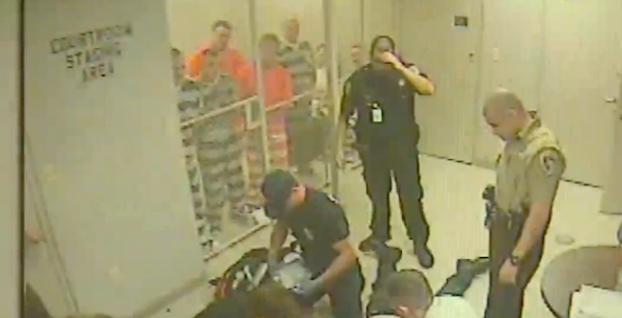 reclusos-ayuda-guardia-infarto-2