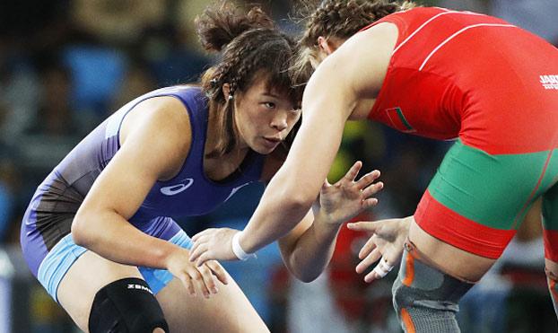 La mejor celebración de una luchadora japonesa tras ganar la medalla de oro
