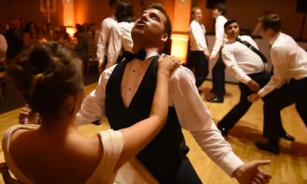 Más de 25 millones de personas ya han visto esta coreografía sorpresa del novio en una boda