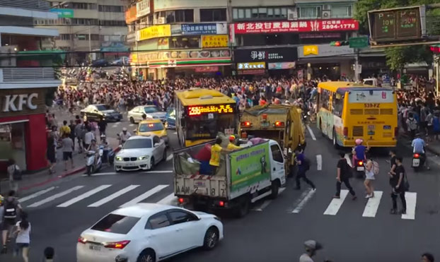 Enorme estampida humana en Taipéi por la aparición de un raro Pokémon
