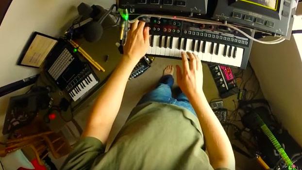 Tocando la canción de Futurama de una forma muy currada