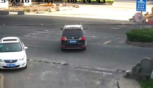 Brutal: Una hormigonera aplasta su coche y milagrosamente salen vivos